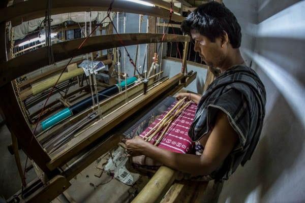 Filatura del Baco da seta a mano India Orissa