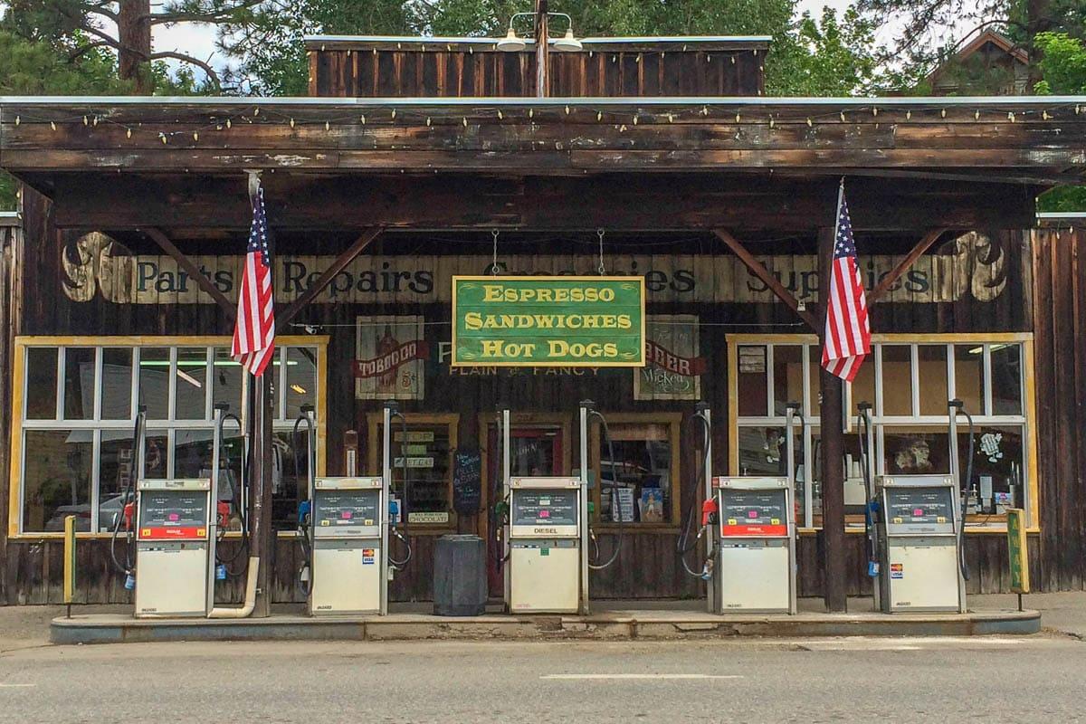 Stazione di Servizio negli Stati Uniti in una città storica