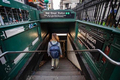 La metropolitana di New York oppure.. andate a piedi, in taxi o autobus